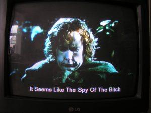 """Fig. 9: Hobbitterne anklages i denne scene for at være orkspioner – eller med andre ord """"the spy of the bitch""""."""