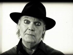 Fig. 17: En aldrende Neil Young i fuld stumfilmsmakeup som hovedpersonen i A Day at the Gallery.